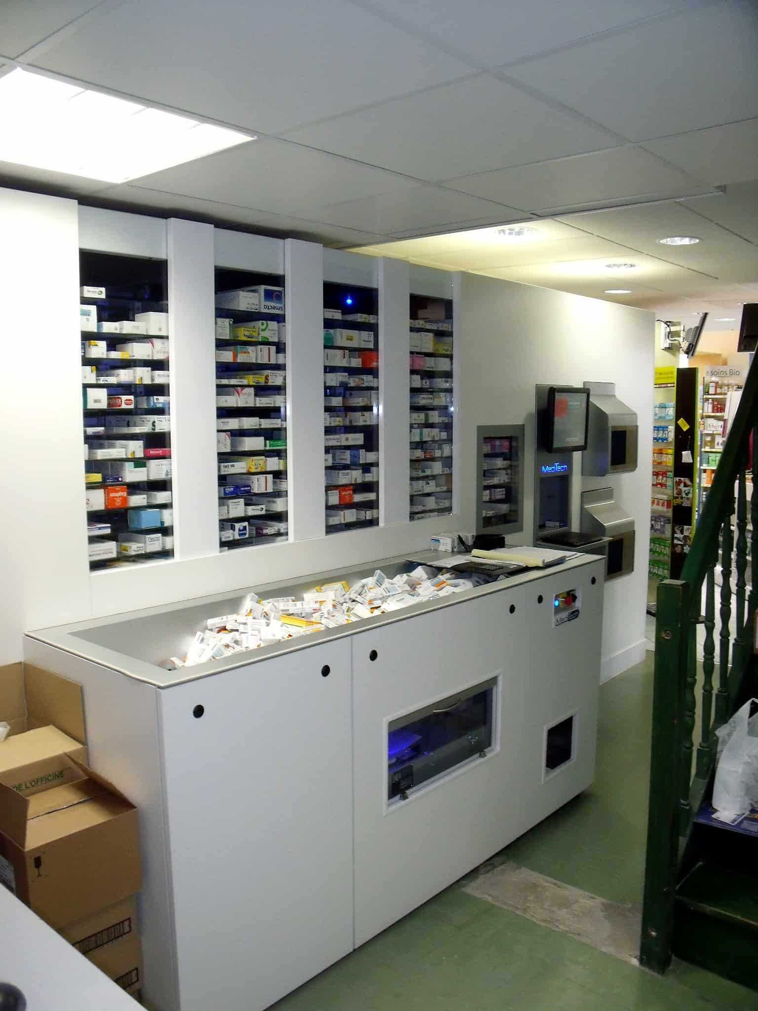 Pharmacy Robot with external loading module
